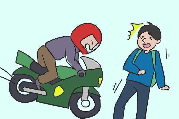 対歩行者のバイク事故は「歩行者<バイク」